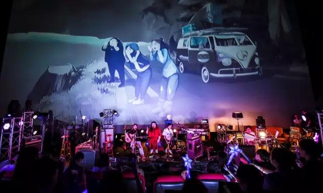 国内首次电影院专属演唱会来袭 歌迷嗨翻现场(图4)