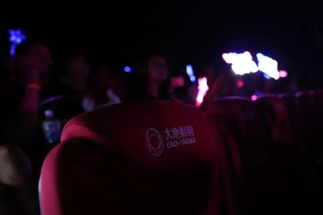 国内首次电影院专属演唱会来袭 歌迷嗨翻现场(图8)
